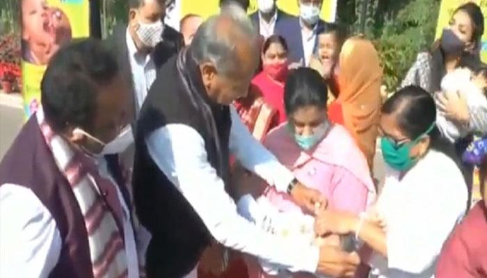 गहलोत ने किया पल्स पोलिया अभियान का राज्यस्तरीय शुभारंभ-Hindi News