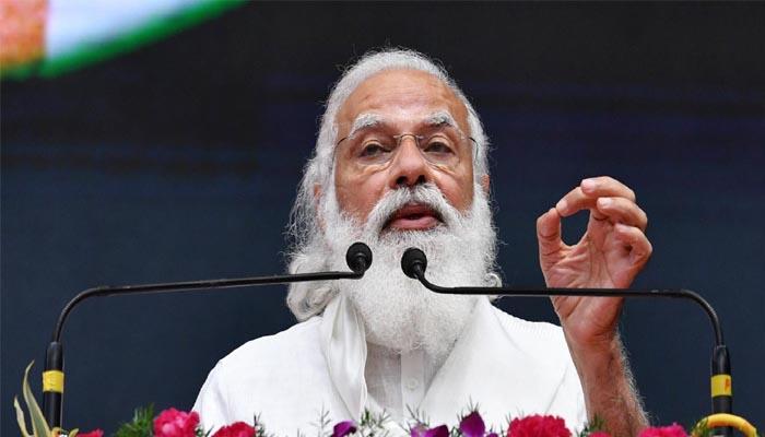 बाबू बनाम विशेषज्ञ की बहस-Hindi News