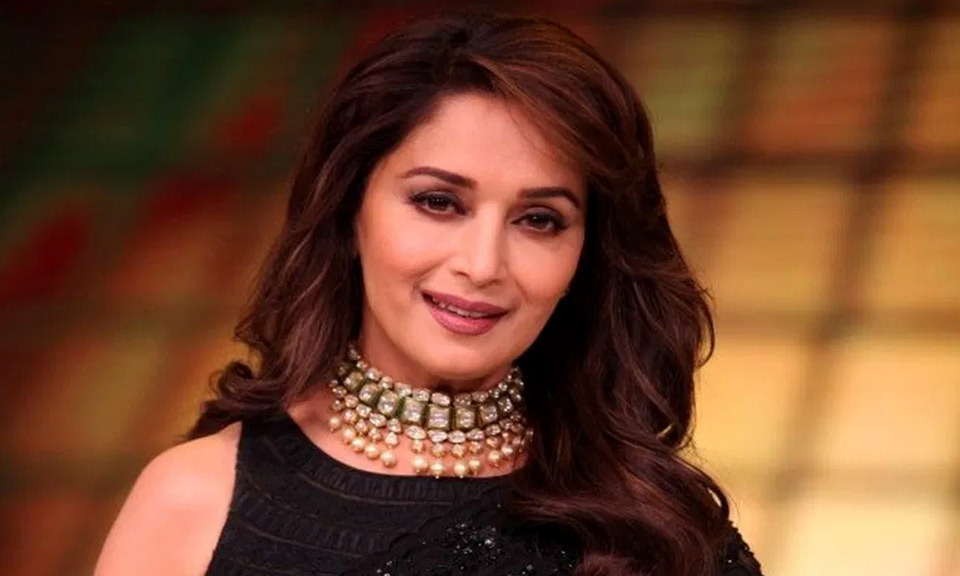 कोरोना की बढ़ती दूसरी लहर से दुखी है बॉलीवुड अभिनेत्री Madhuri Dixit, लोगों से की ये अपील-Hindi News