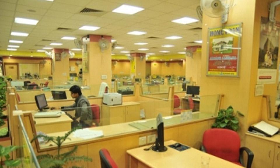 Corona: यहां सिर्फ 4 घंटे के लिए खुलेंगे Bank, आज से नए नियम लागू, जानें क्या रहेगा खुलने का समय-Hindi News