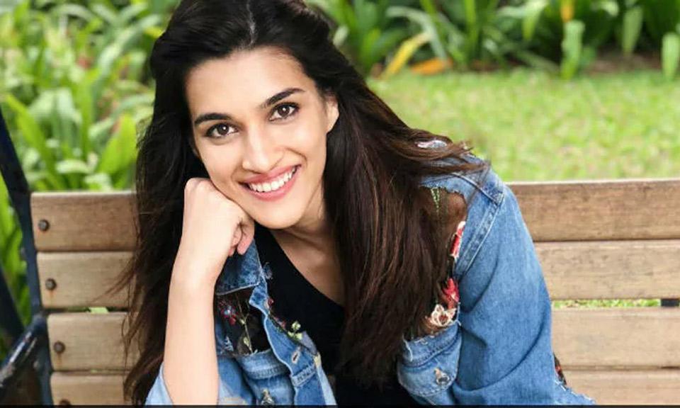 Bollywood News : आदिपुरुष की तैयारी कर रही है कृति सेनन, इनके साथ आएंगी नजर-Hindi News