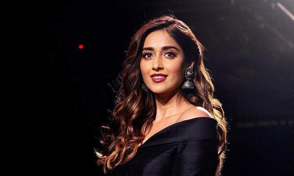 Bollywood News : अभिनेत्री Ileana D'cruz ने कहा, 'अनफेयर एंड लवली' मनोरंजन से भरपूर और मजेदार कहानी है-Hindi News