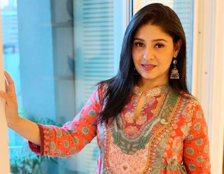 सुनिधि चौहान ने तोड़ी चुप्पी, शादी में अनबन की खबरों पर दिया ये करारा जवाब-Hindi News