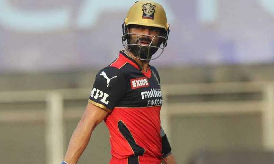 IPL 2021 : CSK vs RCB : हार तो मिली, साथ ही विराट कोहली पर 12 लाख रुपये का जुर्माना भी लगा-Hindi News