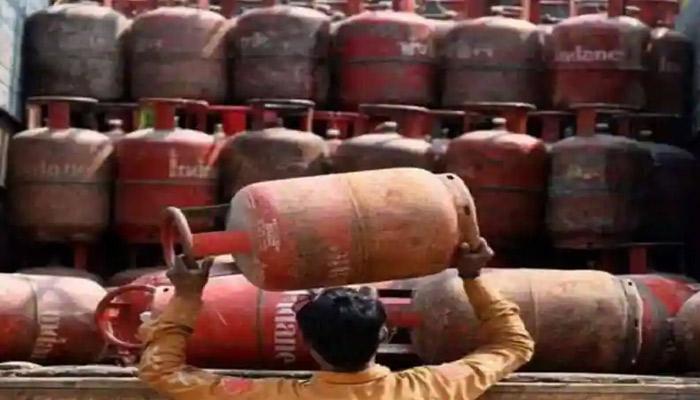 सस्ता हुआ रसोई गैस सिलेंडर, जानें कितना सस्ता हुआ और क्या है अब नई कीमत-Hindi News
