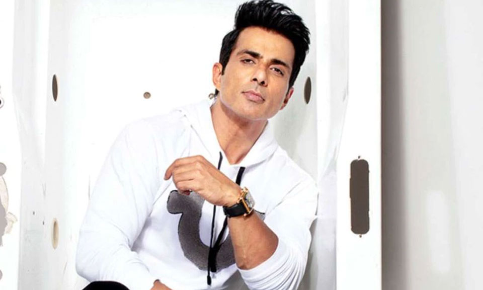 Bollywood News : बॉलीवुड अभिनेता सोनू सूद ने कोरोना से बचाव के लिए Vaccine लगवाई-Hindi News