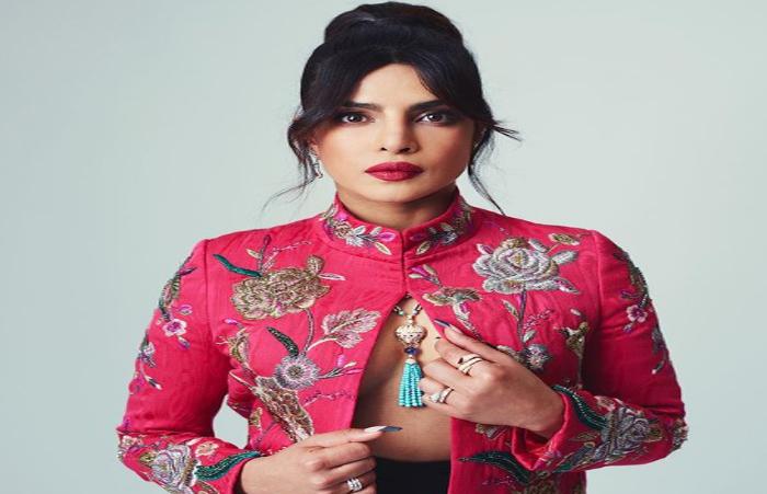 ड्रेस को लेकर निशाने पर प्रियंका चोपड़ा, ट्रोलर्स ने कहा- लगता है कुछ पहनना भूल गई एक्ट्रेस-Hindi News