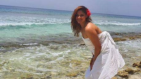 समुद्र किनारे सिर्फ सफेद चादर में लिपटी नजर आईं ये मशहूर एक्ट्रेस, फैंस बोले क्या बात है…-Hindi News