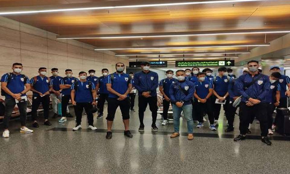 FIFA और AFC क्वालीफायर्स मैचों के लिए भारतीय फुटबॉल टीम दोहा पहुंची-Hindi News