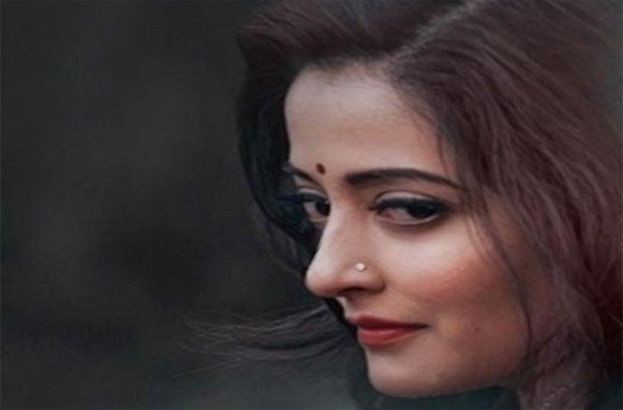 बाॅलीवुड की इस खूबसूरत एक्ट्रेस ने कराया टाॅपलेस फोटोेशूट, सोशल मीडिया पर मचा तहलका-Hindi News