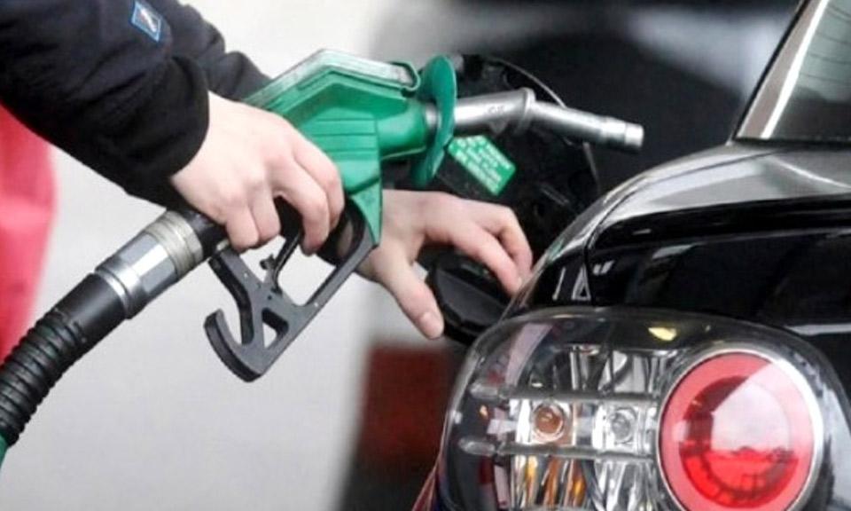 पेट्रोल-डीजल ने आम आदमी की बढ़ाई मुश्किलें, लगातार दूसरे दिन हुआ महंगा-Hindi News