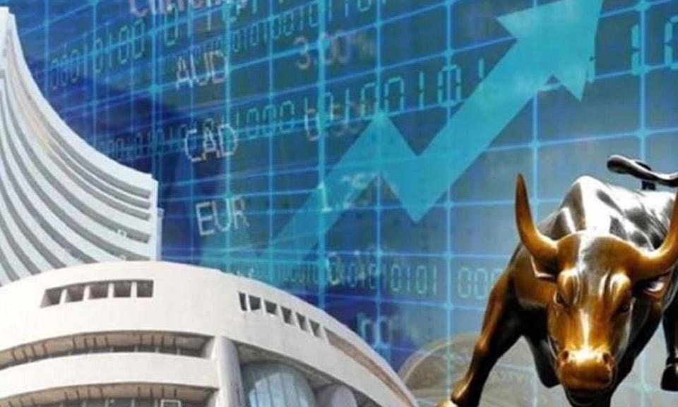 आरबीआई की घोषणा के बाद शेयर बाजार में उछाल, Sensex 424 अंक ऊपर-Hindi News