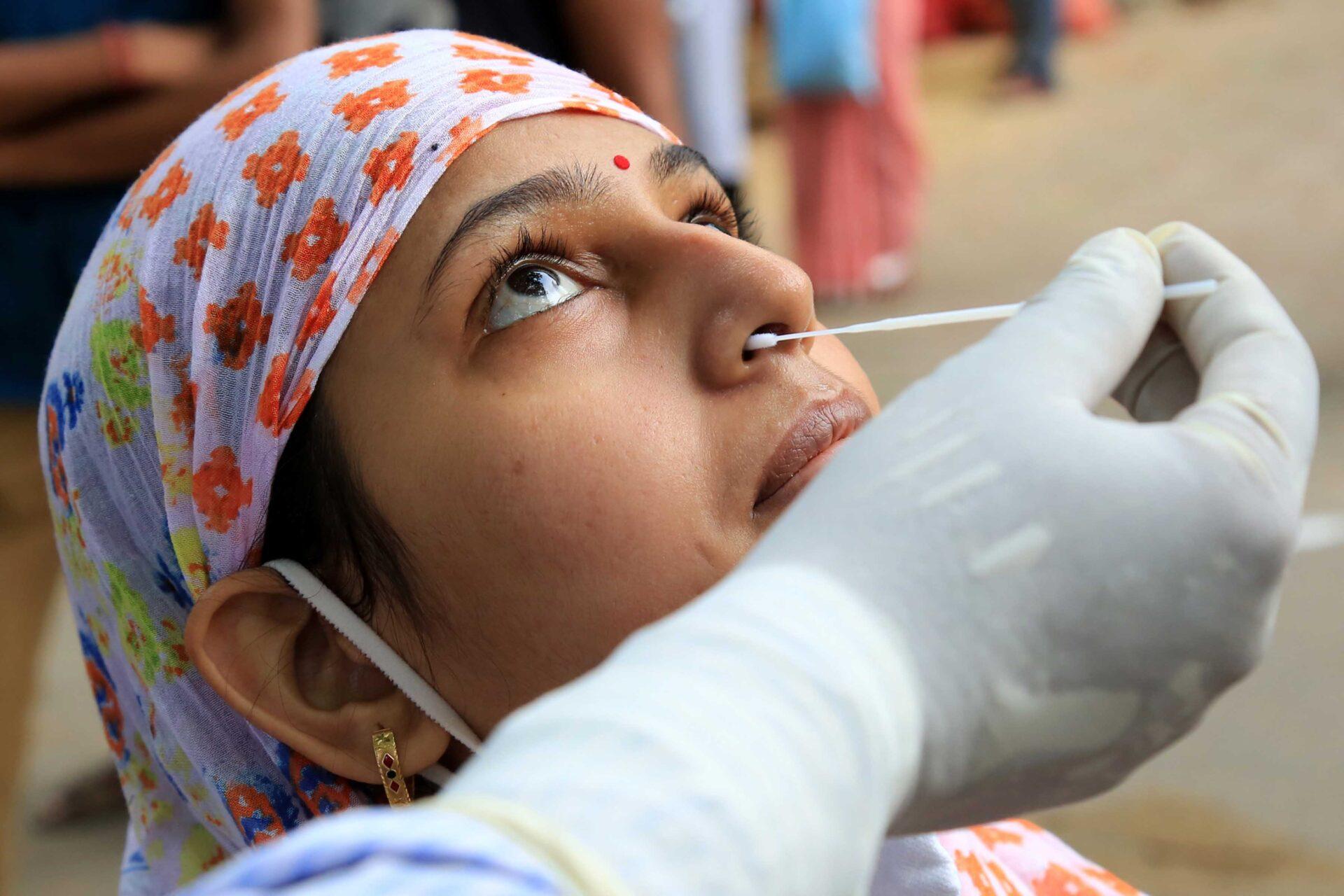 दक्षिण में तेज हुआ कोरोना, कर्नाटक में 24 घंटे में 50 हजार केसेज-Hindi News