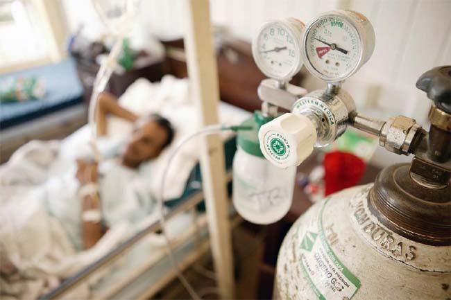Corona Alert: खुद से ना बने डॉक्टर बिना डॉक्टरी सलाह के ऑक्सीजन लेना कर सकते है आपको और बीमार-Hindi News