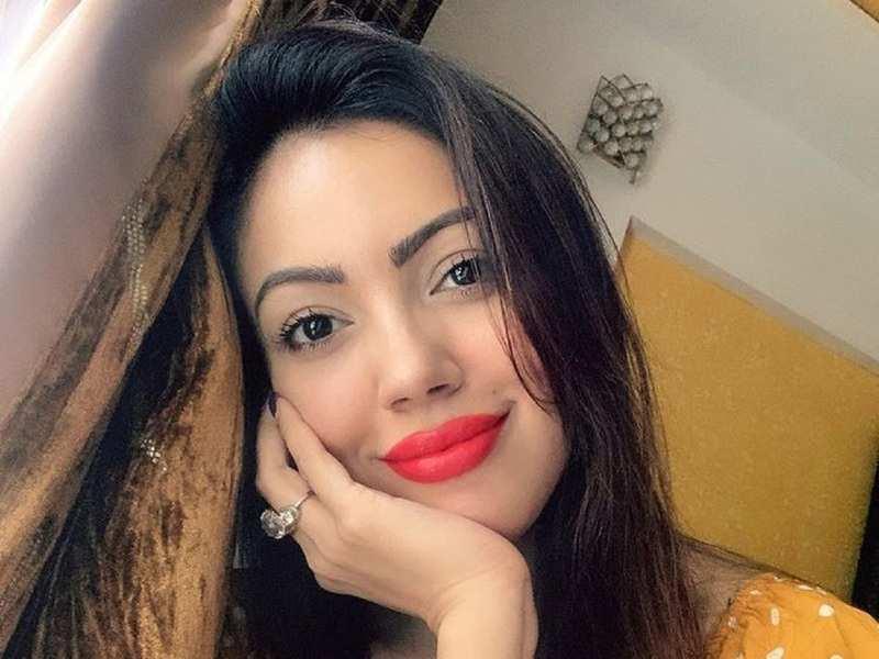 Munmun Dutta मुसीबत में! 'तारक मेहता का उल्टा चश्मा' की Babita जी के खिलाफ पुलिस में शिकायत दर्ज-Hindi News