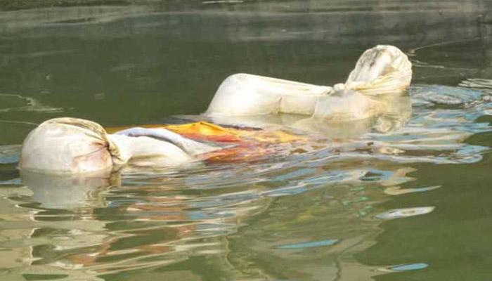 गाजीपुर में भी गंगा में लाशें-Hindi News