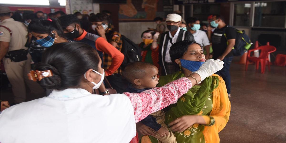 Corona Update: तीन करोड़ के करीब संक्रमित, संक्रमण की दर घट कर तीन फीसदी के करीब-Hindi News