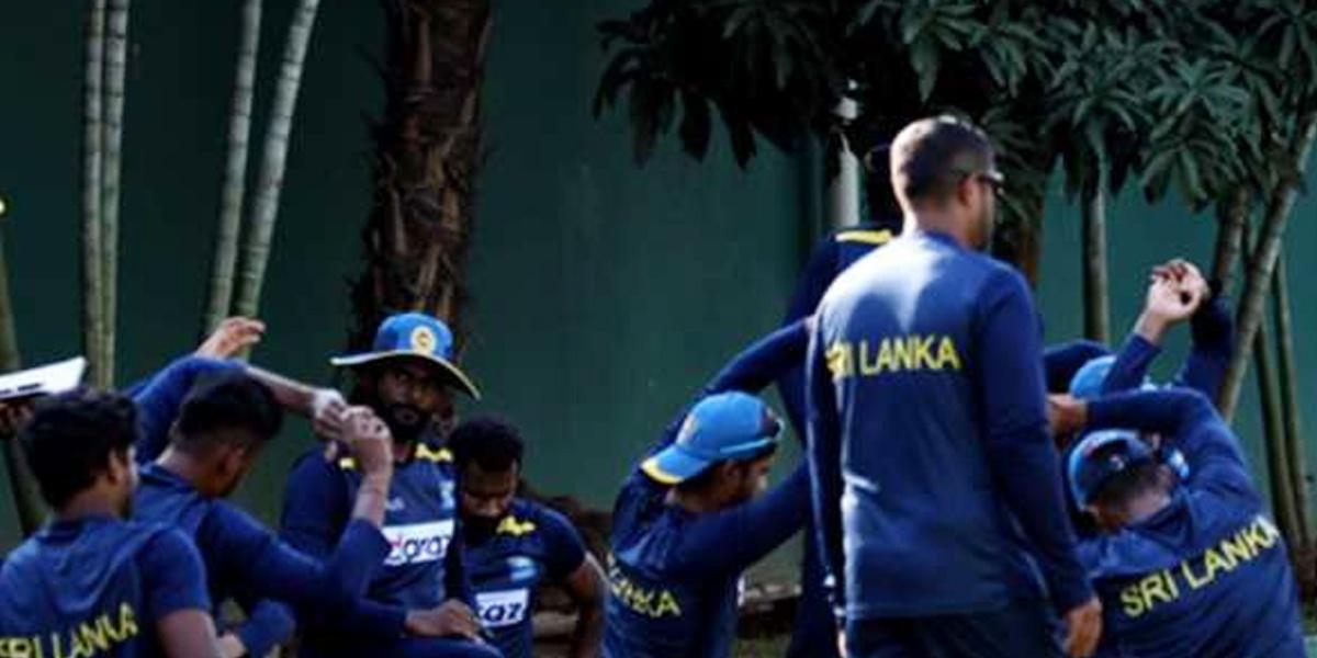 India Sri Lanka Cricket Series पर मंडराया खतरा! इंग्लैंड से लौटे श्रीलंका खिलाड़ियों के घर जाने पर बैन-Hindi News