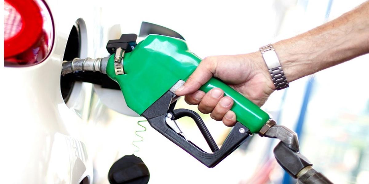 Petrol के फिर बढ़े दाम, Diesel में मिली थोड़ी राहत, जानें आज के ताजा भाव-Hindi News